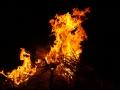 Płonący chochoł symbolizujący zimę